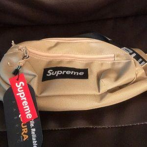 Handbags - Supreme fanny pack